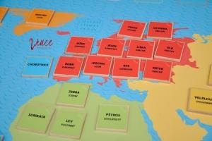 mapa světa a její zvířecí obyvatelé