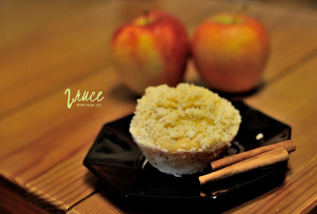 Jablečné muffiny s medem a skořicovou drobenkou
