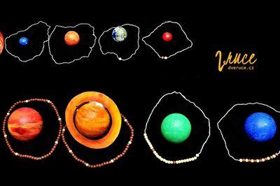 jak vyrobit planety a model Sluneční soustavy z polystyrenových koulí